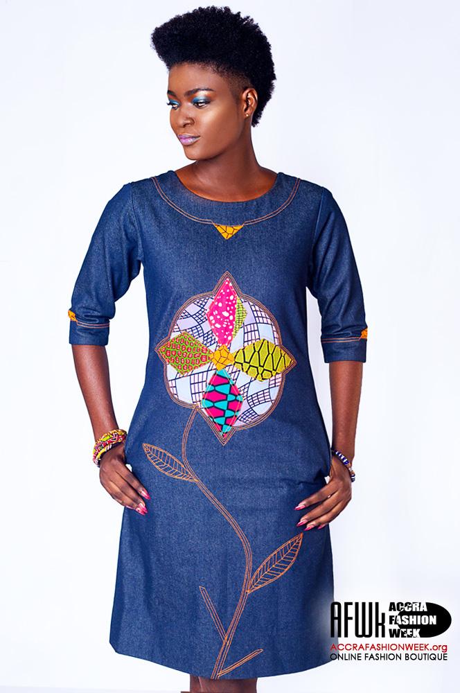 cd8fafbeff3 Sara Q Denim Shift Dress With Floral Design
