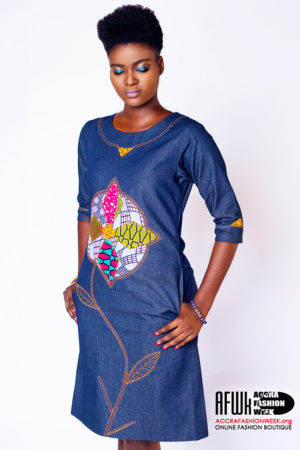 d83abedec8 Sara Q Denim Shift Dress With Floral Design